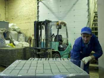 95462131-proizvodstvo-trotuarnoj-plitki-po-texnologii-vibropressovaniya